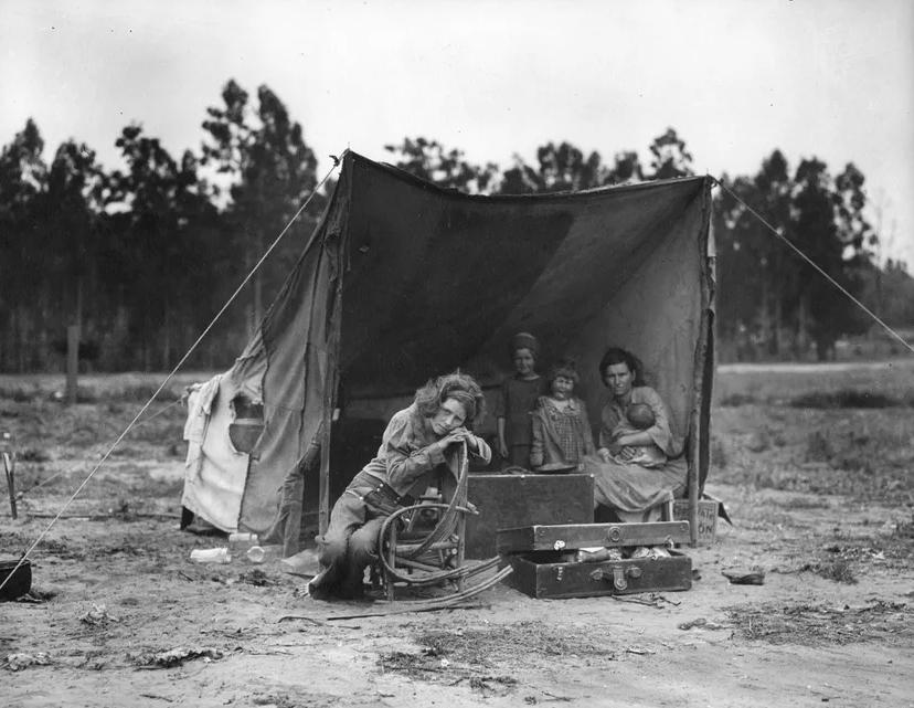 Photographie documentaire de Dorothea Lange représentant une famille de migrants